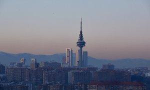 Capa de contaminación sobre la ciudad desde el Cerro del Tío Pío en Madrid (España), a 18 de enero de 2021.