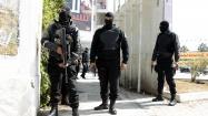 Policías tunecinos junto al Parlamento del país. - REUTERS