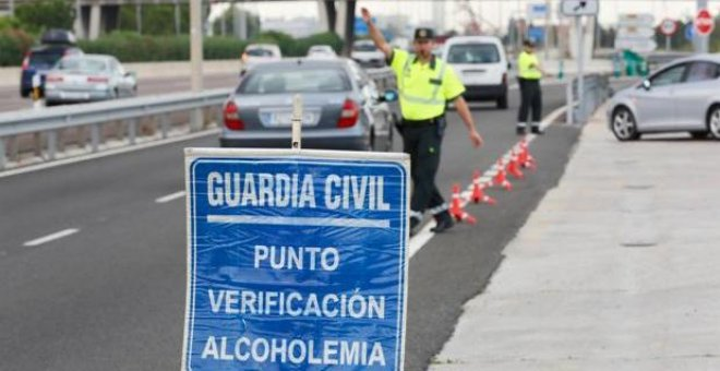 La Guardia Civil sigue primando a agentes de Tráfico por multar más