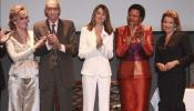 Doña Letizia entrega los Premios Save the Children a Saramago, Fonda, Machel y Mutter
