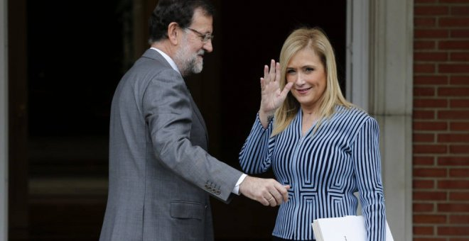 Cifuentes intenta acreditar con documentos que las notas de su máster no son falsas