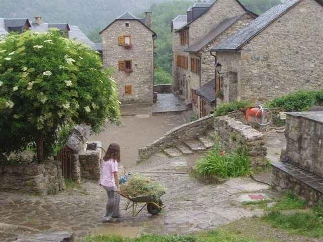 Espa a abandona sus pueblos va el tuyo camino de ser uno - Casas gratis en pueblos de espana ...