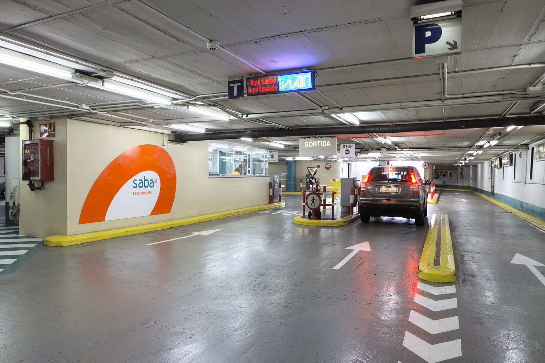 Abell y sus socios buscan vender la mitad del grupo saba - Comprar parking en barcelona ...