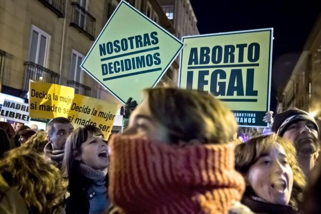 Advierten de que el descenso de abortos entre menores podría esconder  prácticas clandestinas | Público