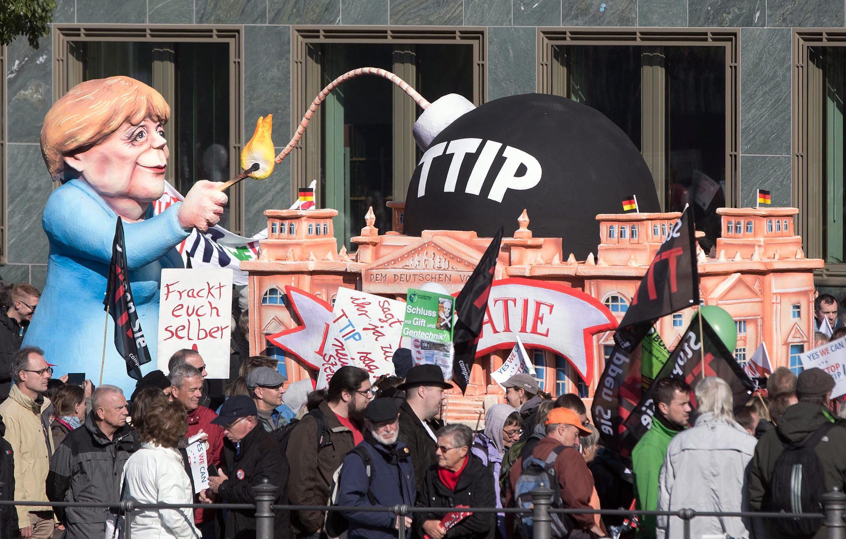 Resultado de imagen de Miles de personas protestan en Alemania contra los acuerdos TTIP y CETA