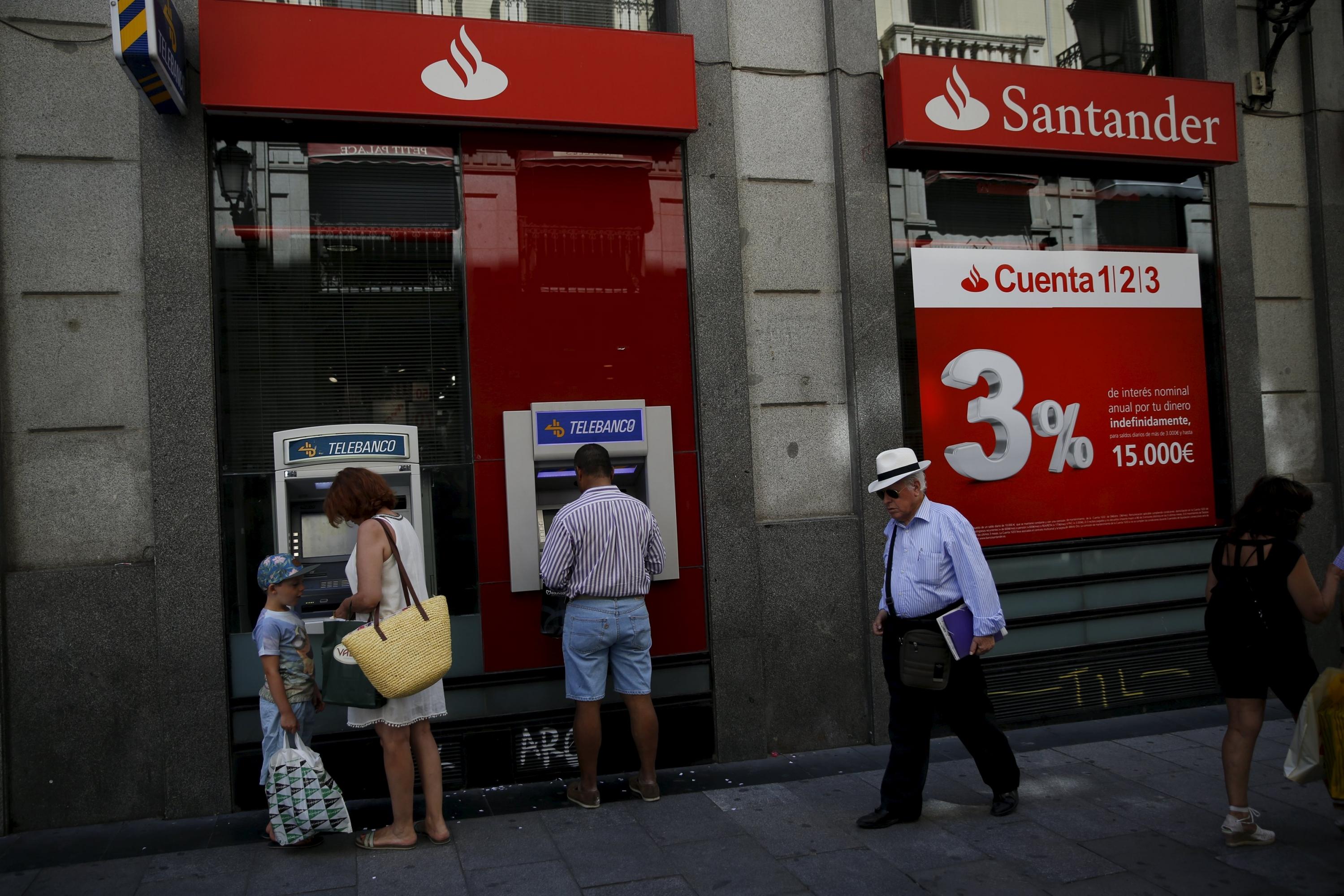 El santander anuncia despidos y el cierre de 450 oficinas for Santander cajeros madrid