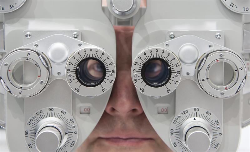 e4f8eecca4 Presupuestos del Estado para 2017 El Gobierno baja el IVA de las gafas y lentes  graduadas al 10%