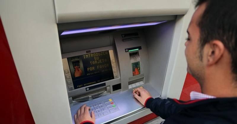 El defensor del pueblo inicia actuaci n de oficio sobre el for Santander cajeros madrid