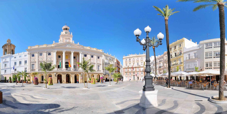 Condenan a un funcionario a pagar euros por for Ayuntamiento de cadiz recogida de muebles