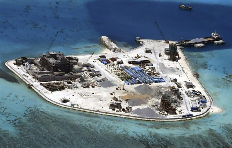 Resultado de imagen de instalaciones defensivas en islas de Mar Meridional de China