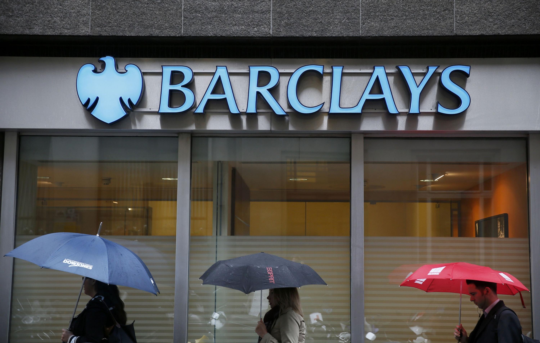 El brit nico barclays recorta el dividendo y abandonar for Barclays oficinas madrid
