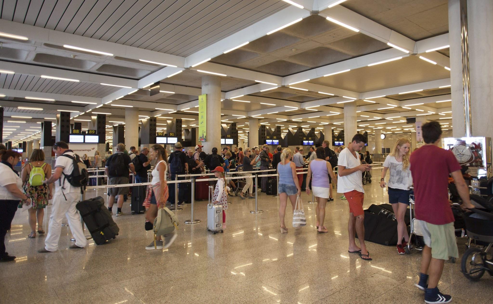 Un millón de españoles han emigrado a causa de la crisis