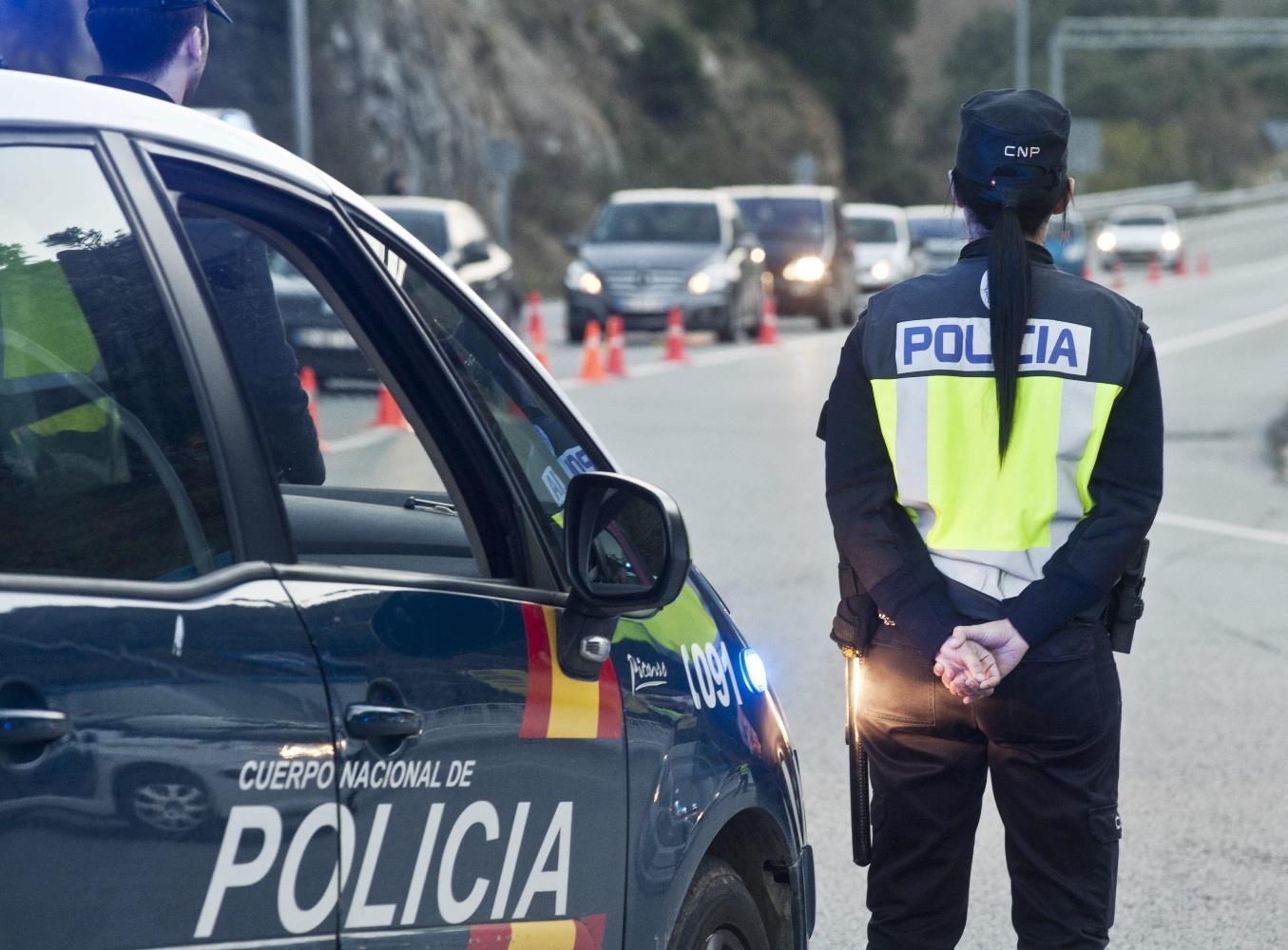 Las 10 reivindicaciones de polic as y guardias civiles que for Ministerio interior y policia
