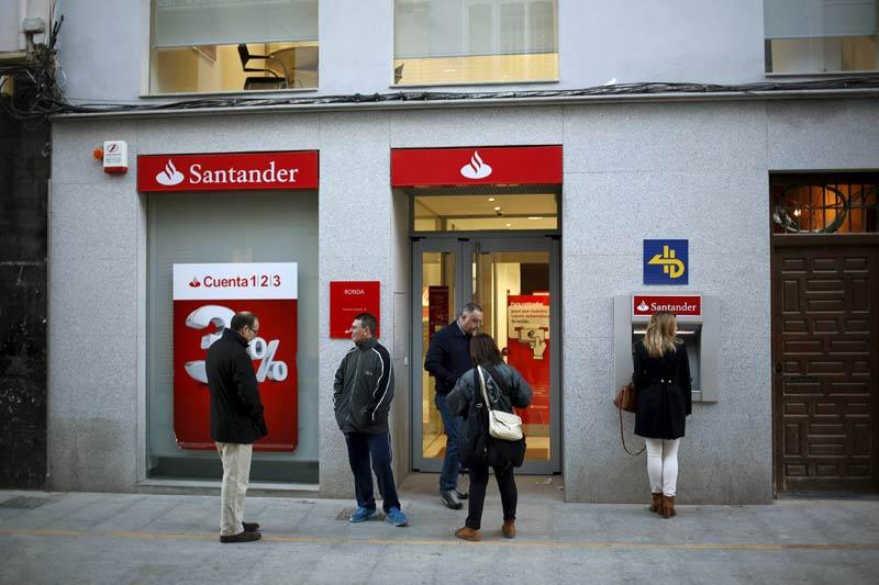 El santander plantea despedir a empleados en espa a for Oficinas santander granada