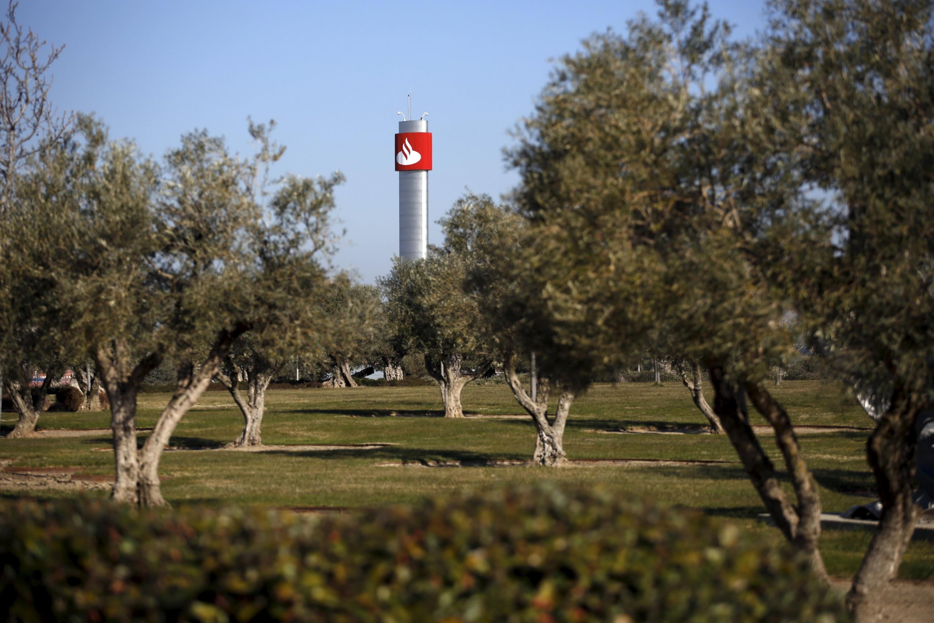 Santander propone reducir hasta un 5% la plantilla de su centro ...