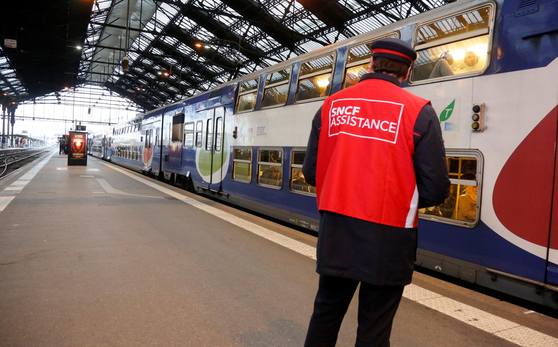 Una huelga en el transporte urbano de Francia bloquea 127 ciudades, con excepción de París