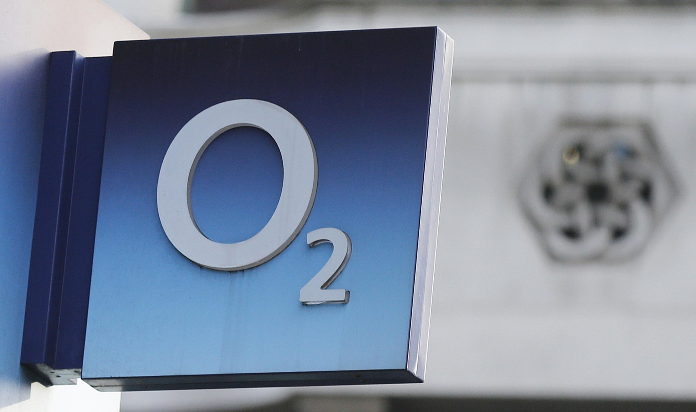 54c730c00e6 El logo de la operadora de telefonía móvil O2, filial de Telefónica, en una  tienda en Londres REUTERS
