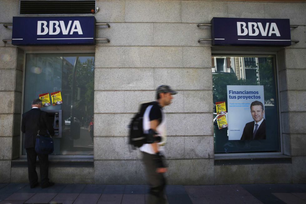 Bbva recortar su plantilla en espa a este a o en for Catalunya banc oficinas
