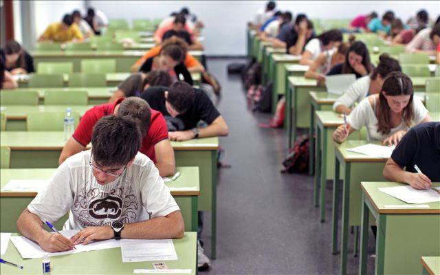 Estudiantes en una aula. EFE/Archivo