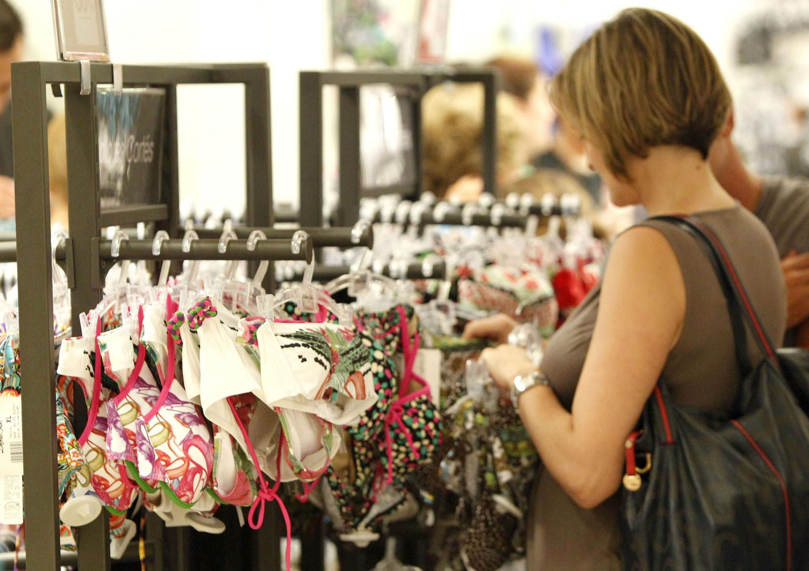 Las mujeres pagan hasta un 24% más que los hombres por el