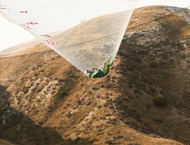 Salta 7.620 metros sin paracaídas