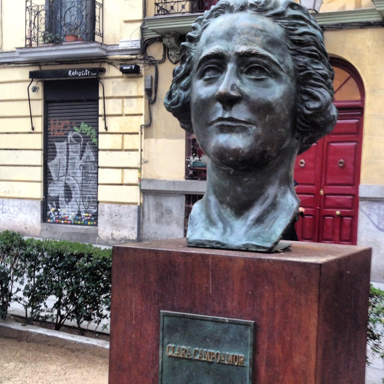 c95ec6a70 Denuncian el robo del busto de Clara Campoamor en Madrid