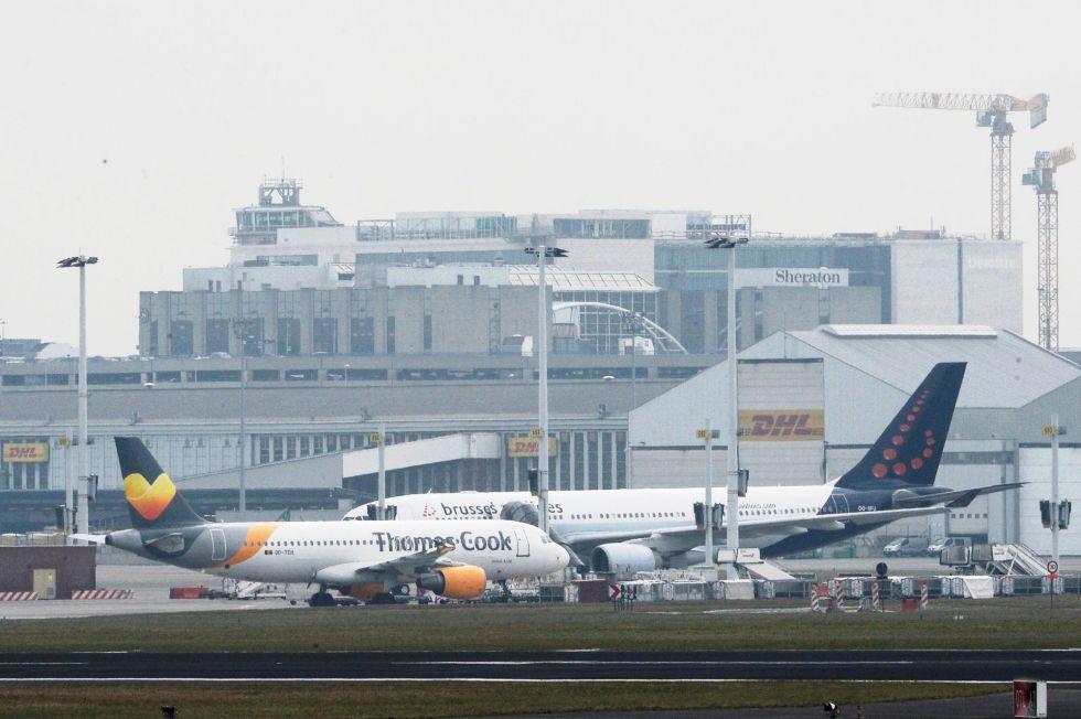 Dos falsas alertas de bomba en aviones belgas obligan a for Interior zaventem