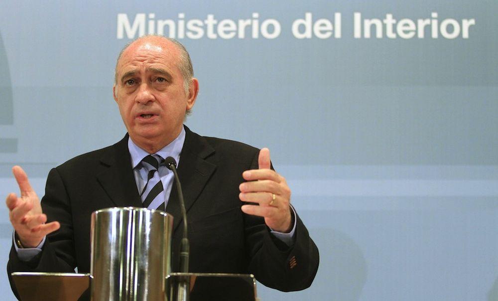 El ministro del interior sobre la condecoraci n al for Ministro del interior espana 2016