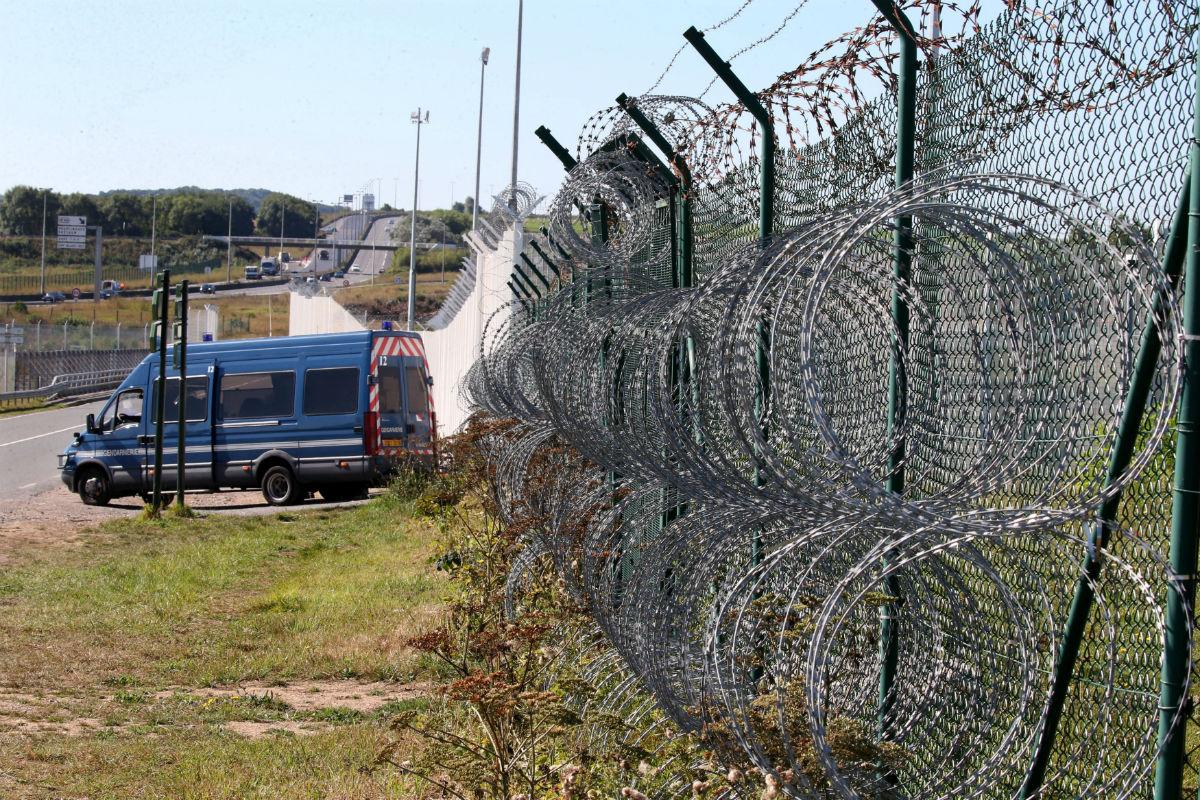 Reino Unido y Francia se unen a la vergüenza española de las vallas antiinmigrantes