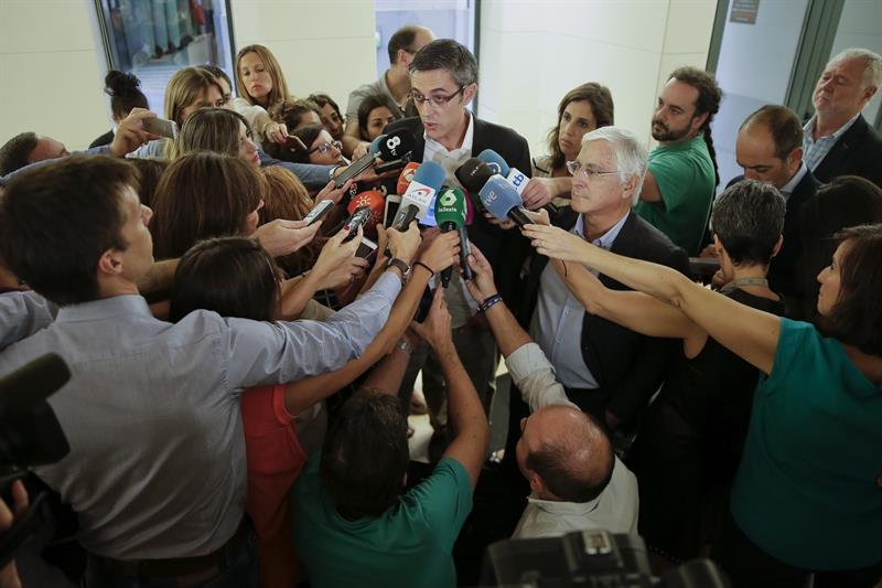 Los diputados del PSOE arremeten contra Sánchez por convocar el Congreso