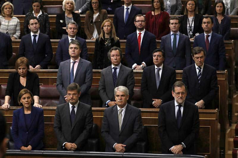 Los diputados del PP, durante el minuto de silencio, que se guardó en el Congreso de los Diputados por la memoria de Rita Barberá. | SERGIO BARRENECHEA (EFE)
