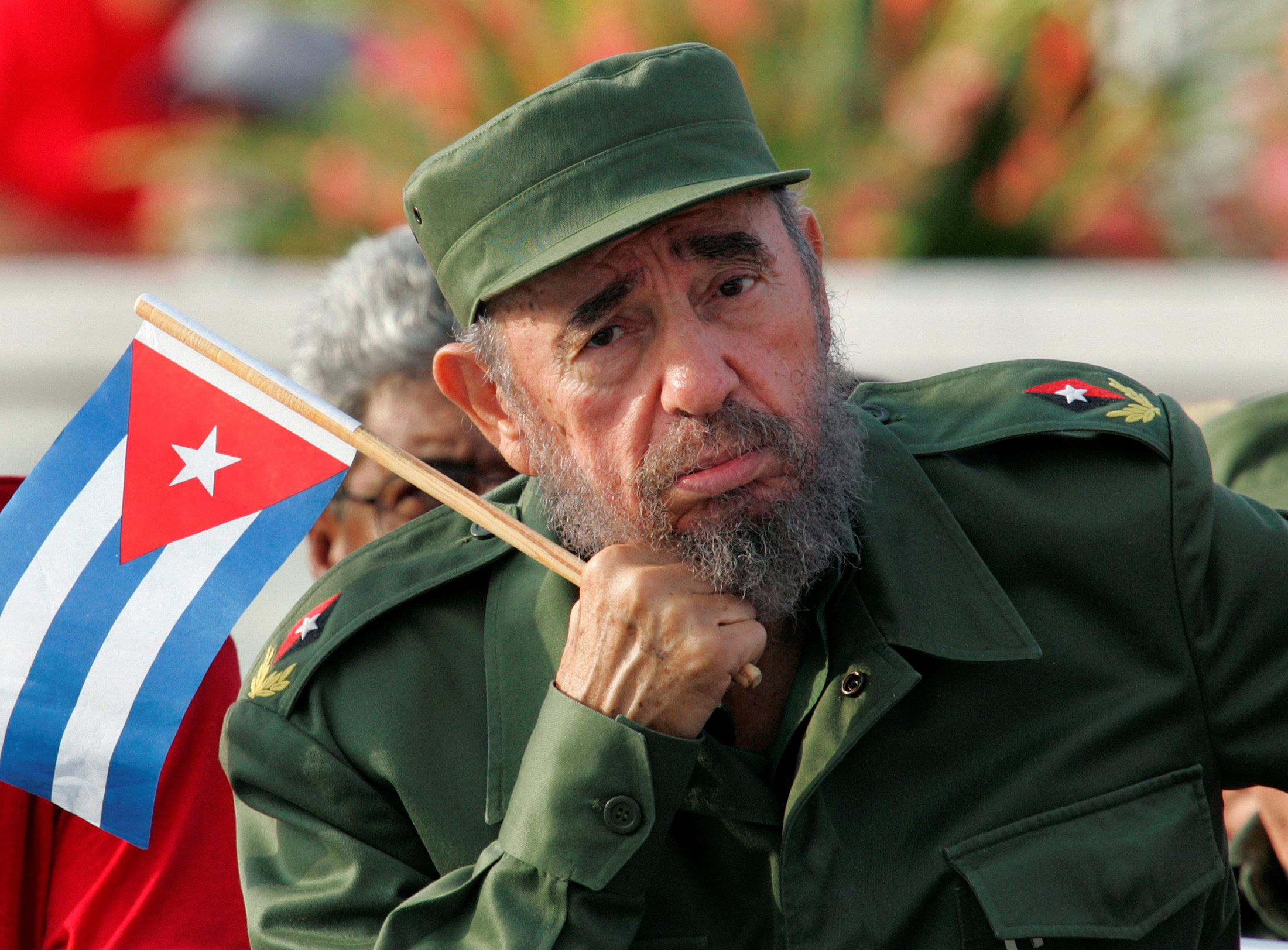 Image result for imagen de Fidel Castro y Bandera Cubana