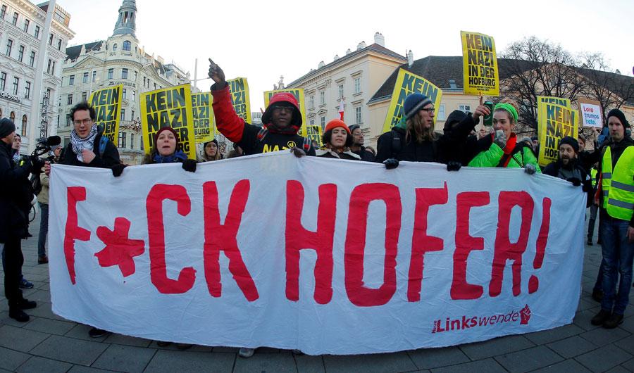 Una manifestación contra Hofer en Viena este sábado. REUTERS/Heinz-Peter Bader