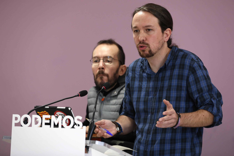 El líder de Podemos, Pablo Iglesias, y el secretario de Organización, Pablo Echenique, durante la rueda de prensa que han ofrecido tras el Consejo de Coordinación del partido. EFE/Chema Moya