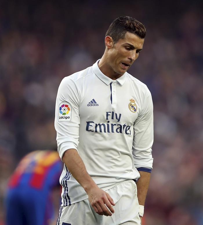 Cristiano, durante el partido contra el Barcelona. EFE/Toni Albir