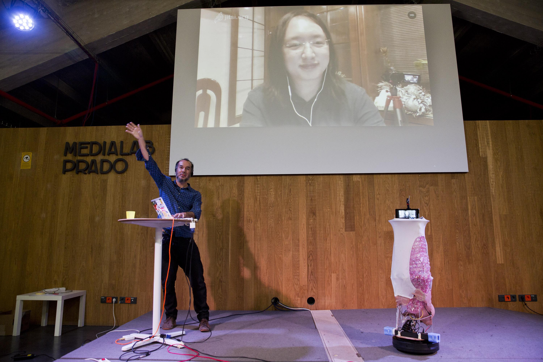 Galatea es el nombre del robot que crearon en Medialab-Prado para que la ministra Digital de Taiwán pudiera estar presente durante el taller Inteligencia Colectiva para la Democracia.