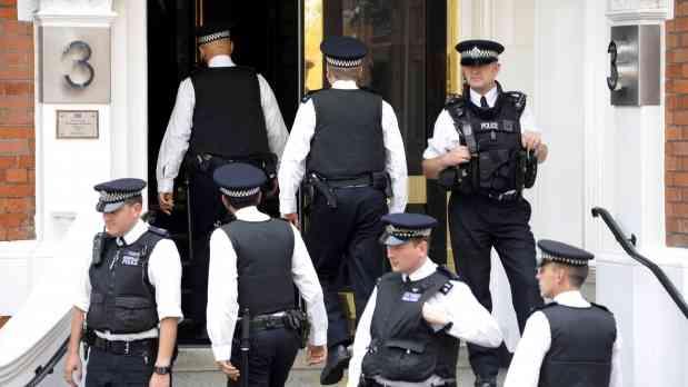 Más de 300 policías británicos, acusados de explotación sexual