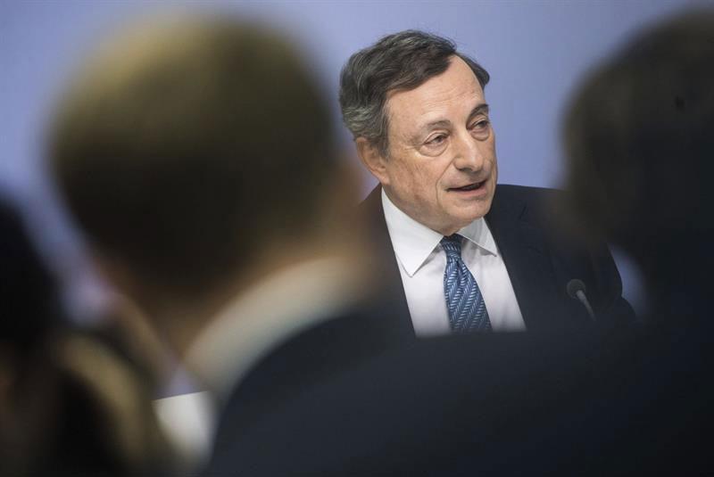 Mario Draghi durante una conferencia de prensa en octubre de 2016. | EFE