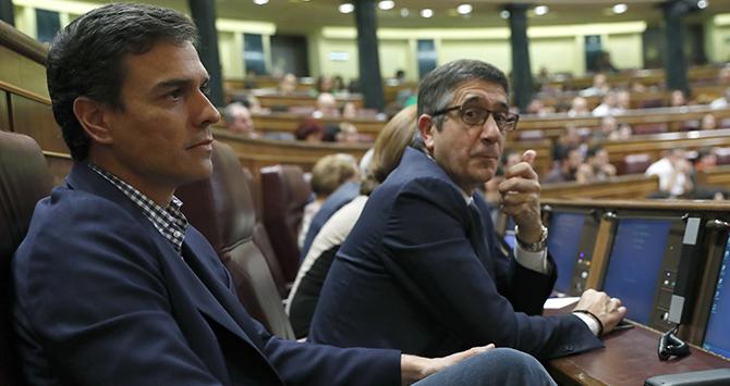 Pedro Sánchez y Patxi López, en el Congreso. EFE