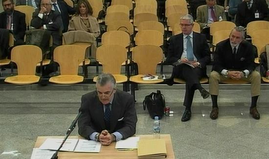 Captura de vídeo de la señal facilitada por la Audiencia Nacional de la declaración del extesorero del PP Luis Bárcenas, hoy durante el juicio del caso de corrupción política Gürtel, para quien la Fiscalía pide 42 años y seis meses de cárcel. EFE/EFETV