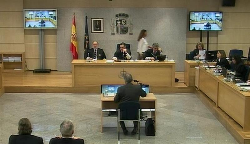 Captura de vídeo de la señal facilitada por la Audiencia Nacional de la declaración del extesorero del PP Luis Bárcenas, hoy durante el juicio del caso de corrupción política Gürtel, para quien la Fiscalía pide 42 años y seis meses de cárcel. EFE