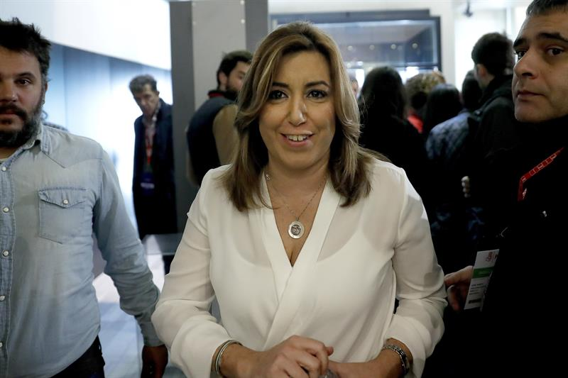 La presidenta andaluza, Susana Díaz, durante un descanso de la reunión del Comité Federal del PSOE que ha aprobado por unanimidad proponer al Comité Federal que el 39 Congreso Federal del partido se celebre los próximos 17 y 18 de junio. EFE/Chema Moya