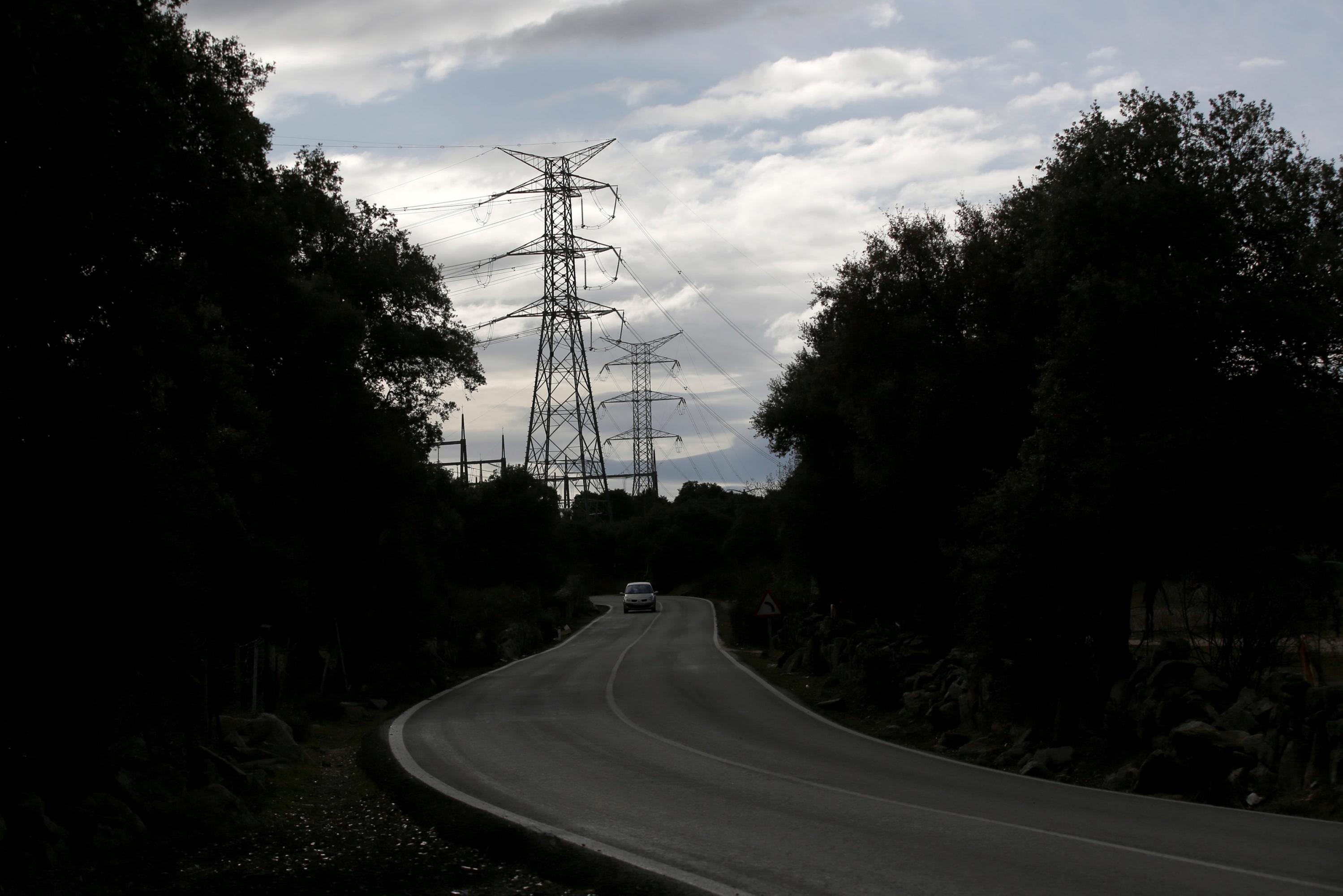 Torres eléctricas de alta tensión cerca de la localidad madrileña de  Galapagar. REUTERS/Juan Medina