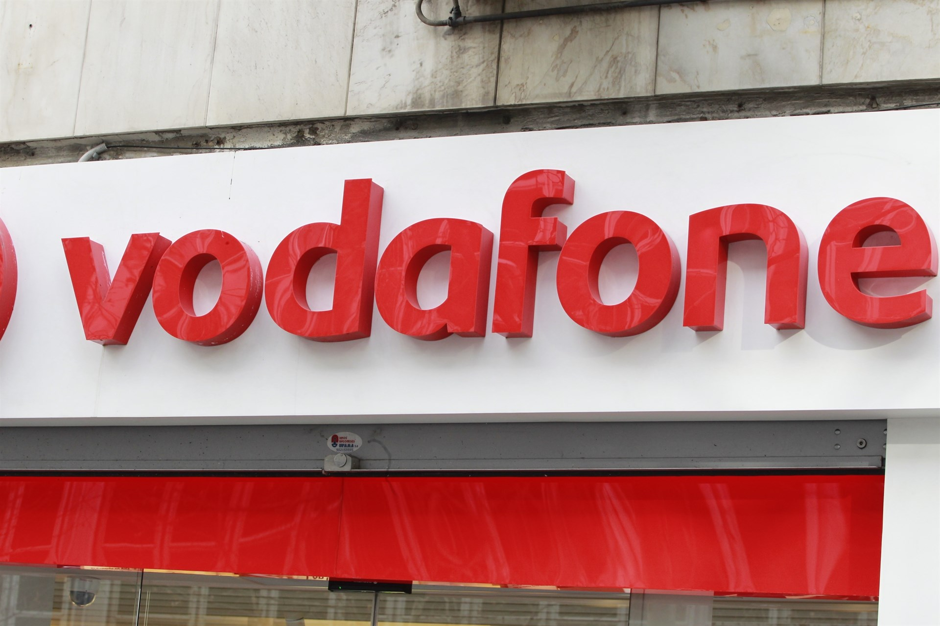 76e84b70b96 Vodafone cobrará 2,5 euros si se llama para pedir el PIN del móvil ...