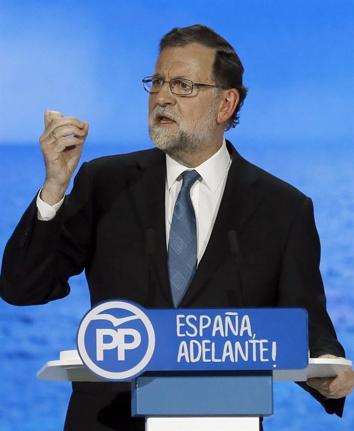 El presidente del Gobierno y del PP, Mariano Rajoy, durante su intervención en la segunda jornada del XVIII Congreso nacional del partido que se celebra hasta mañana en la Caja Mágica de Madrid. EFE/JuanJo Martín