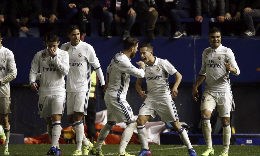 El Real Madrid gana con lo justo en Pamplona ante el colista