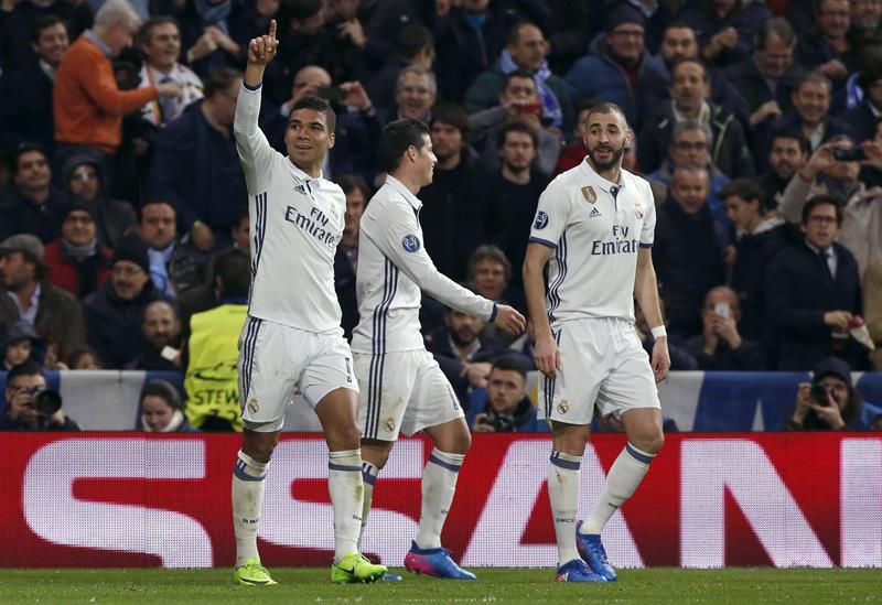 El Real Madrid remonta al Nápoles y encarrila el pase a cuartos de Champions
