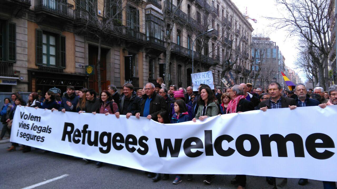 Resultado de imagen para Multitud marcha en Madrid en defensa de refugiados