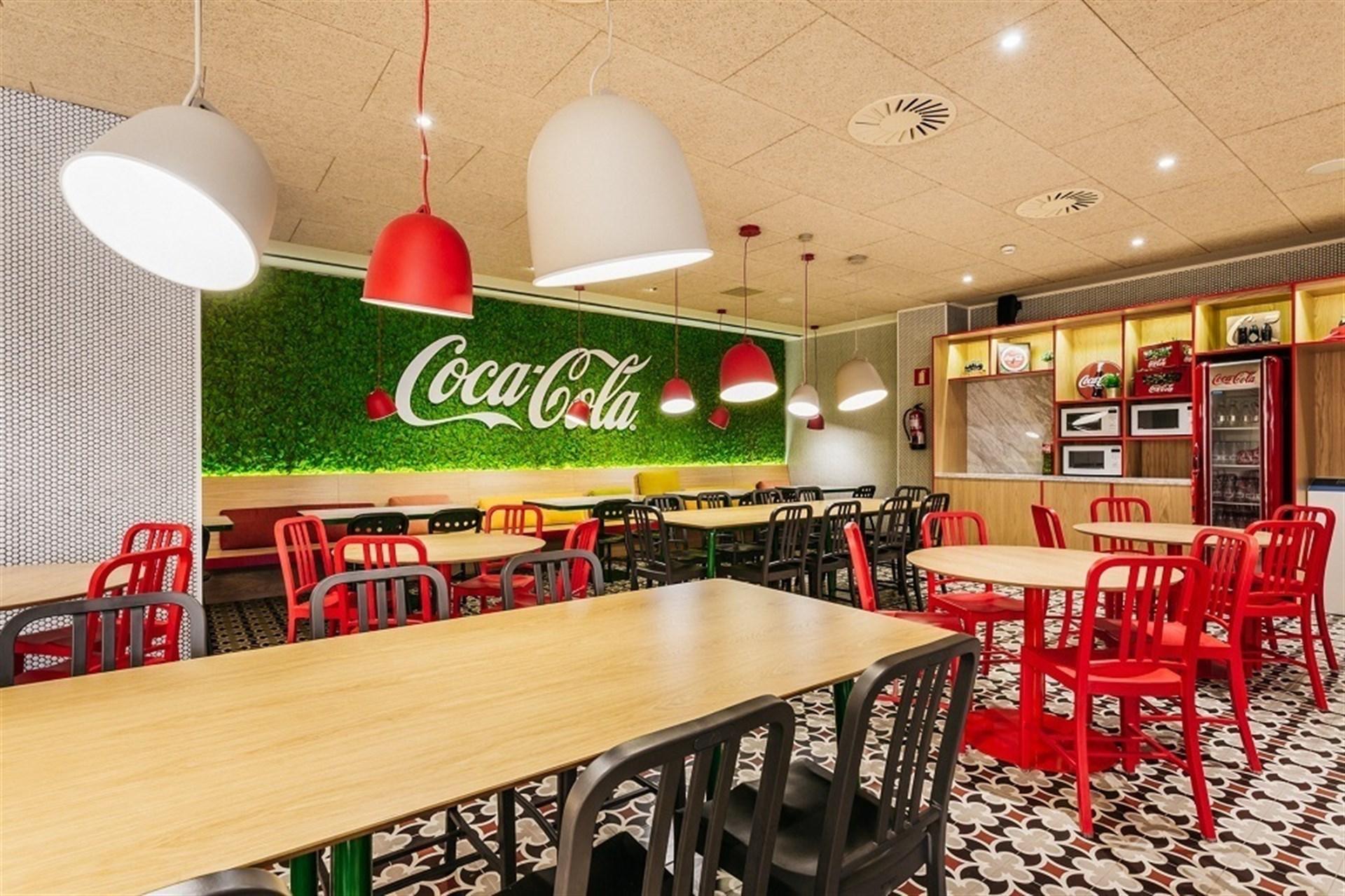 Coca cola inaugura sus nuevas oficinas que acogen por for Oficinas de iberia