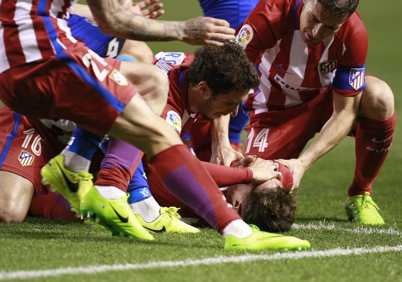 Fernando Torres, hospitalizado tras sufrir un fuerte golpe en la cabeza